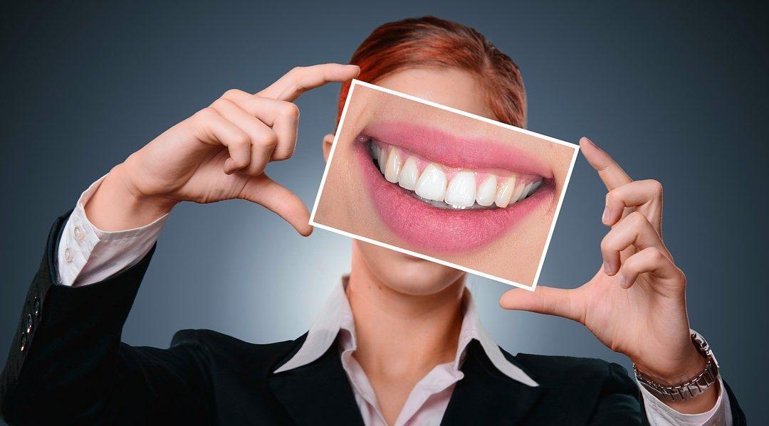 sourire pleine dent
