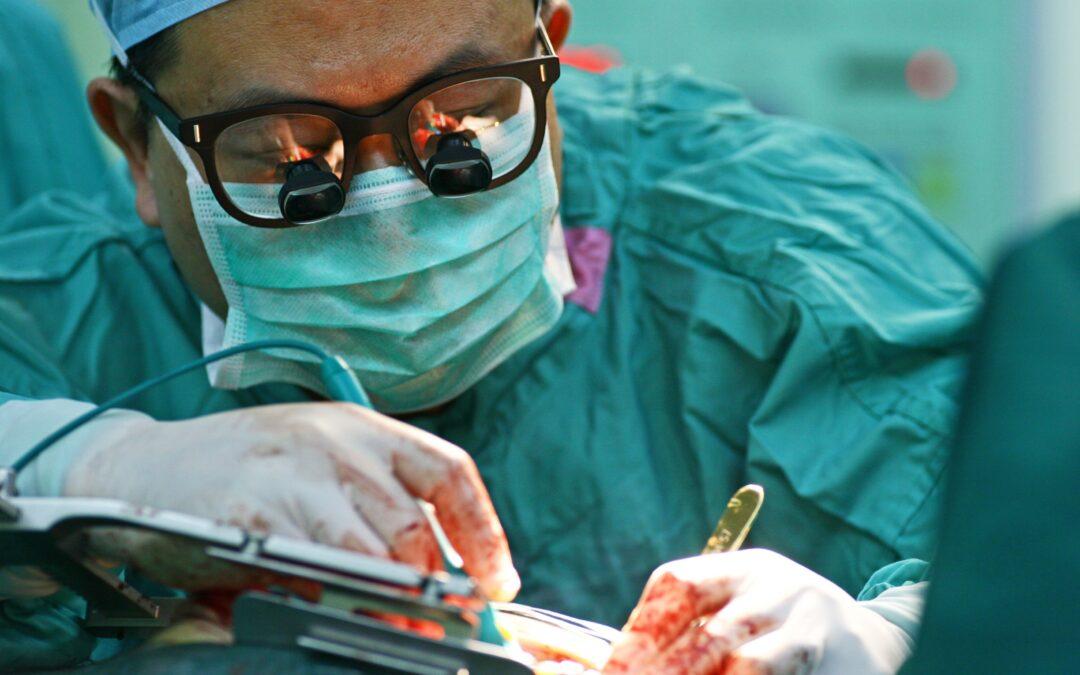 Quels sont les risques liés à la chirurgie thoracique et cardiovasculaire ?
